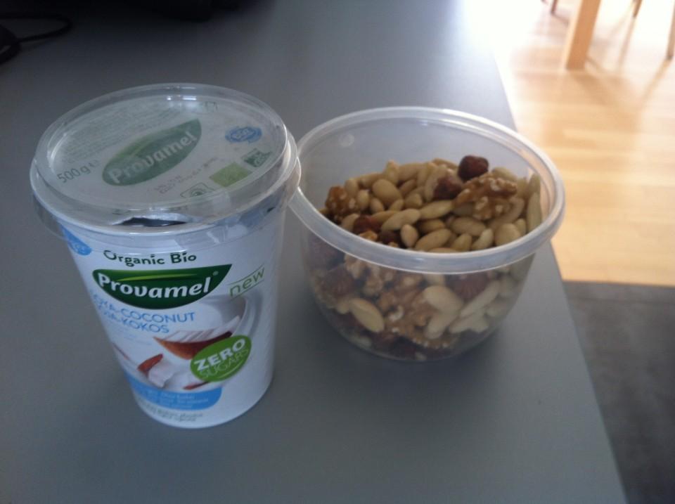 Promavel Soja-Kokos-Joghurt und Nüsse